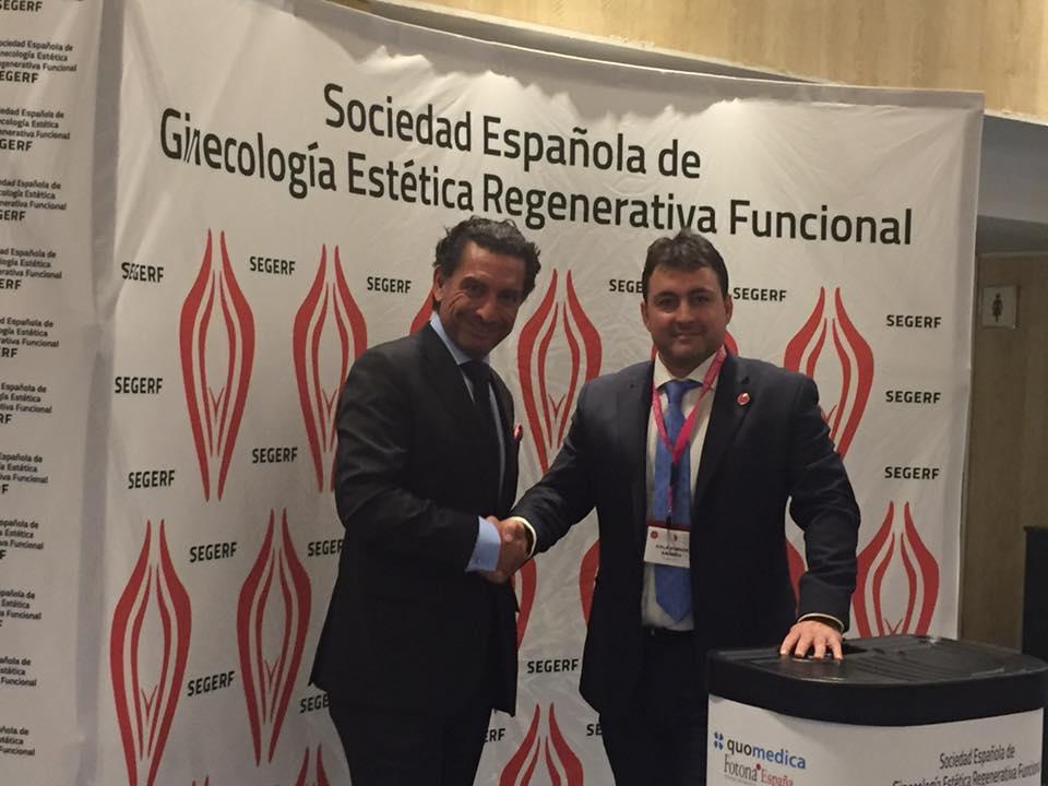 El presidente de SEGERF DR.FERNANDO AZNAR estableciendo el acuerdo con el gerente D.Carlos Hernández de nuestro principal socio PATROCINADOR PLATINUM QUO-MEDICA FOTONA ESPAÑA
